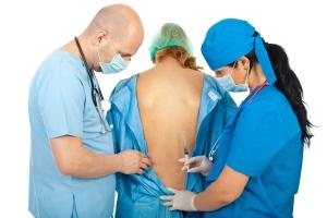 Doctors prepare to make anesthesia